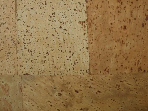 软木地板是用天然环保的软木颗粒